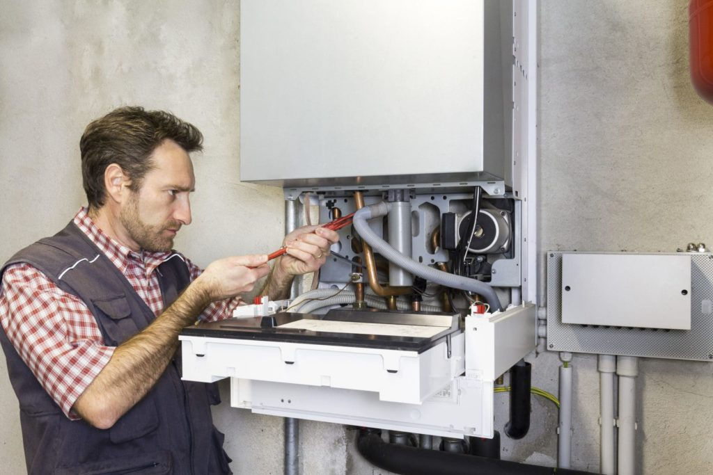 Vidange, détartrage : l'entretien de votre chauffe-eau en pratique